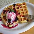 waffle、ベリーのソース